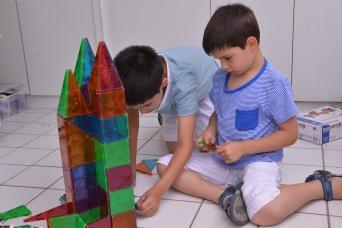 אחיינים שלי בונים