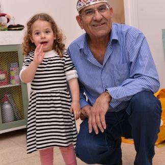 כל הכבוד על שיתוף הפעולה סבא רוני!