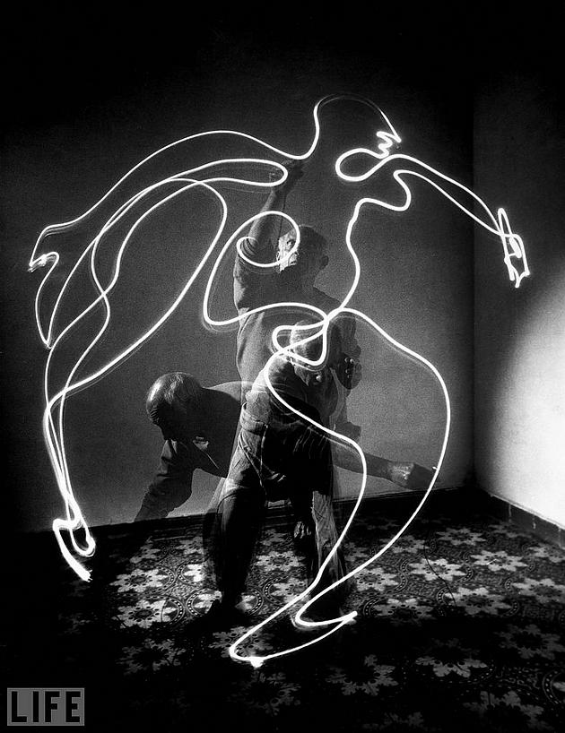פבלו פיקסו מצייר באור