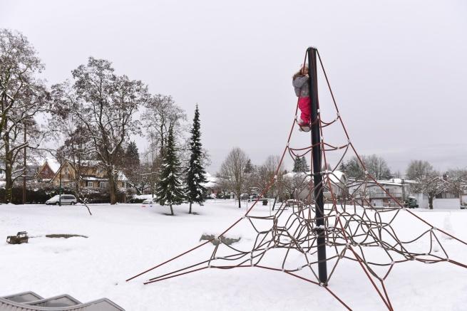 גן שעשועים בשלג