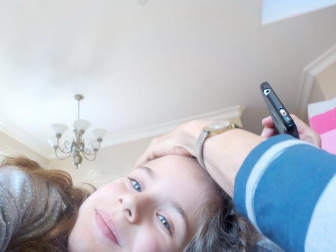 על ילדה ומצלמה