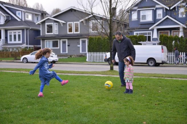 כדורגל בגינה