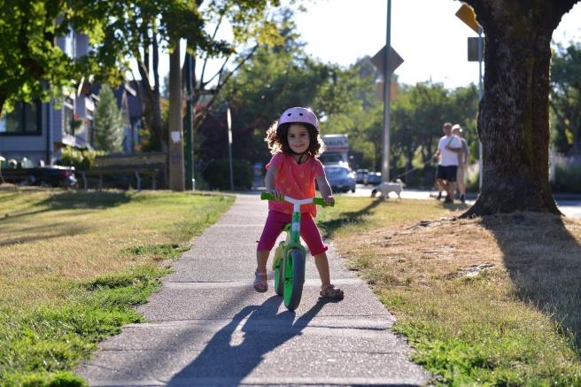 ילדה על אופניים צילום גלית לוינסקי